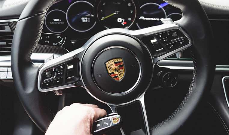 drive in motion Porsche Cockpit