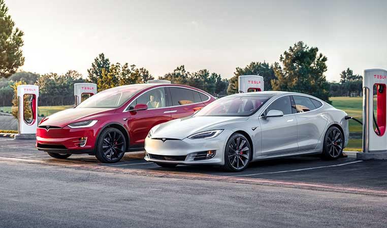 Tesla am Supercharger