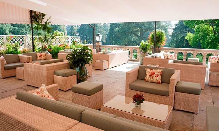 drive in motion Schlosshotel Kronberg Lounge Terrasse