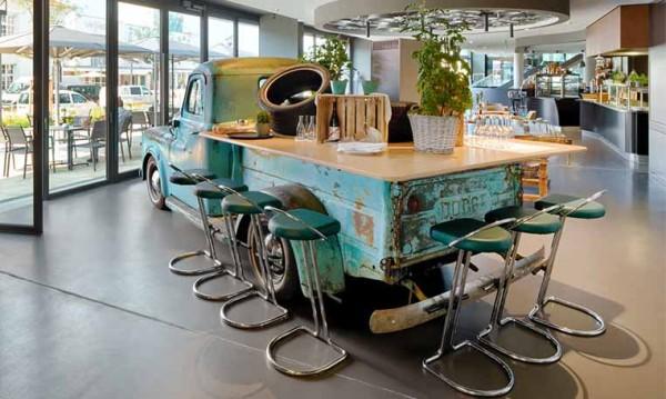 Drive in motion V8 Hotel Bar