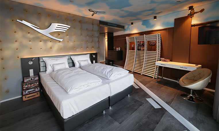 Drive in motion V8 Hotel Doppelzimmer