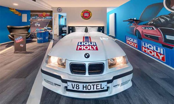 Drive in motion V8 Hotel BMW Zimmer