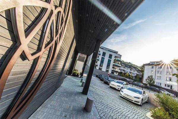 drive in motion Roomers Baden-Baden und Tesla