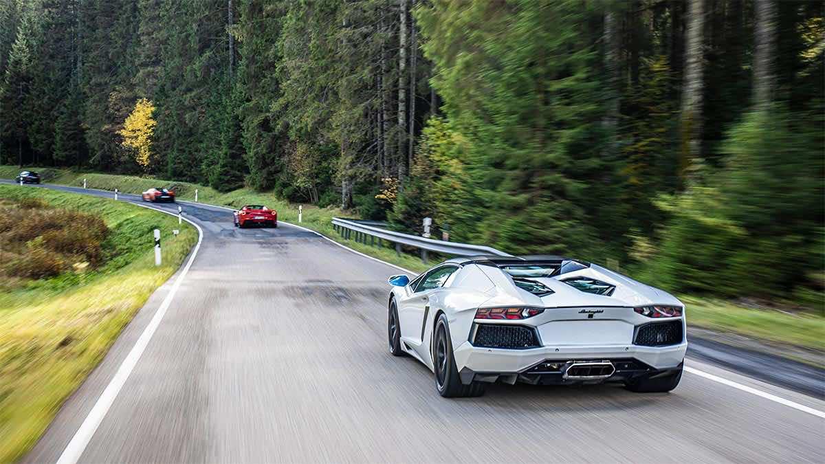 drive in motion Lamborghini auf Landstraße