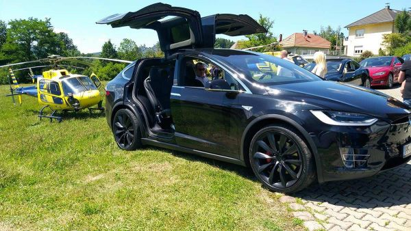 drive in motion Helicopter Shuttle und Tesla