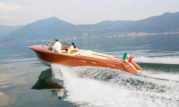 drive in motion RIVA Boot auf dem Lago d'Iseo