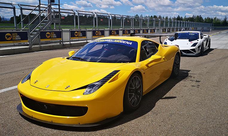 drive in motion Ferrari Autodromo di Modena, Boxengasse