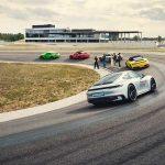 Dim und Porsche Experience Center Hockenheimring bieten Porsche Fahrertrainings an
